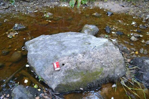 У реки Рагуша нашли валуны с необычными отверстиями