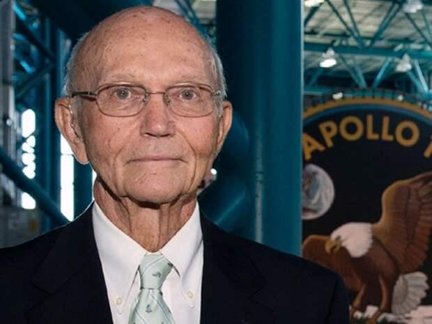 Умер американский астронавт, участвовавший в первом полете на Луну