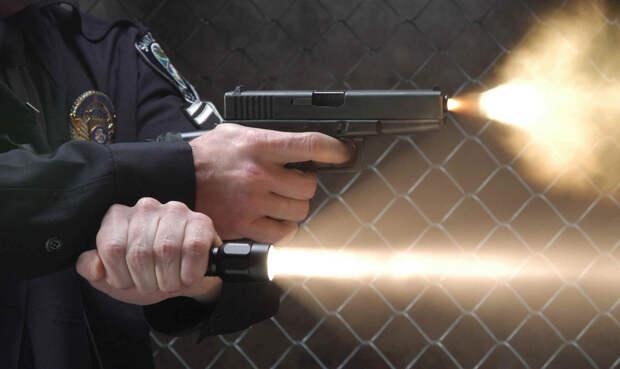 Как использовать тактический фонарь для самообороны