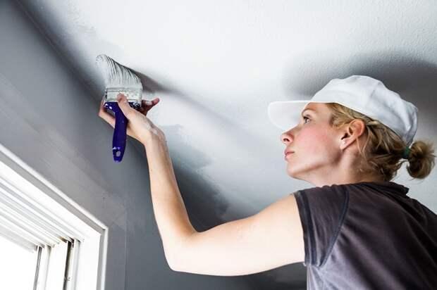 После побелки потолок будет выглядеть абсолютно по-другому. / Фото: rem-stroitelstvo.ru