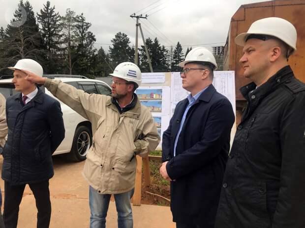 Депутат Госдумы России Андрей Исаев побывал на строительстве соцобъектов в Ижевске