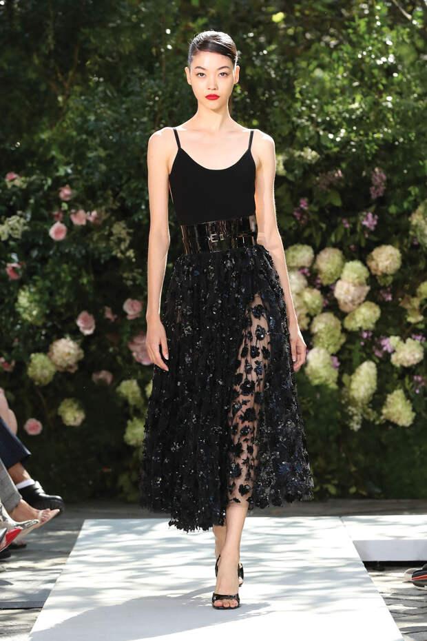 Бра с юбками-карандаш, уютный трикотаж и романтичные платья в стиле New Look в коллекции Michael Kors Collection