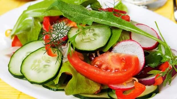 Салат изпомидоров иогурцов опасен для здоровья идело вовсе невнитратах
