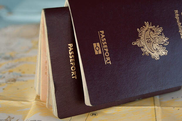 Путин предложил запретить чиновникам иметь иностранное гражданство
