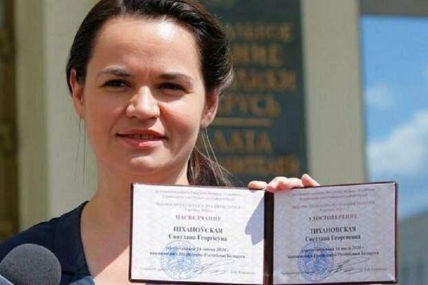 Президент Литвы выдал Тихановской удостоверение президента РБ