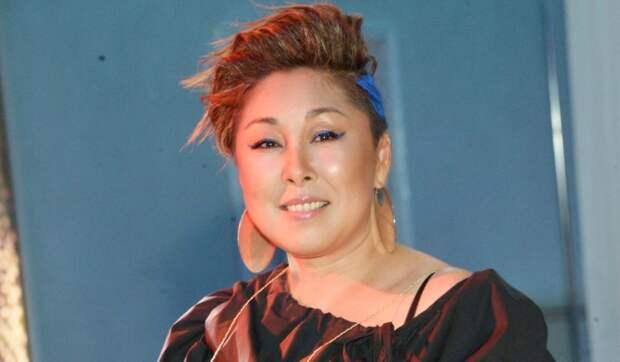 Резко похудевшая Анита Цой вышла в свет