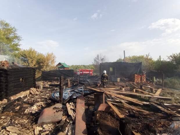 В Воткинском районе из-за детской шалости сгорело домохозяйство