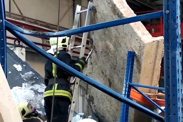 Кровля одноэтажного здания обрушилась под Калугой