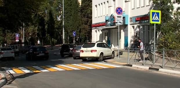 Остановка у поликлиники Севастополя так и осталась парковкой