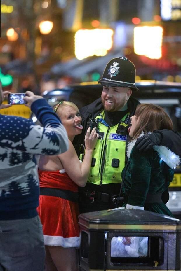 Запойный марафон продолжается: волна новогодних вечеринок накрыла Великобританию