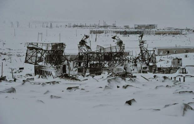 Уничтоженные антенны РЛС. Здесь была база советского ПВО.