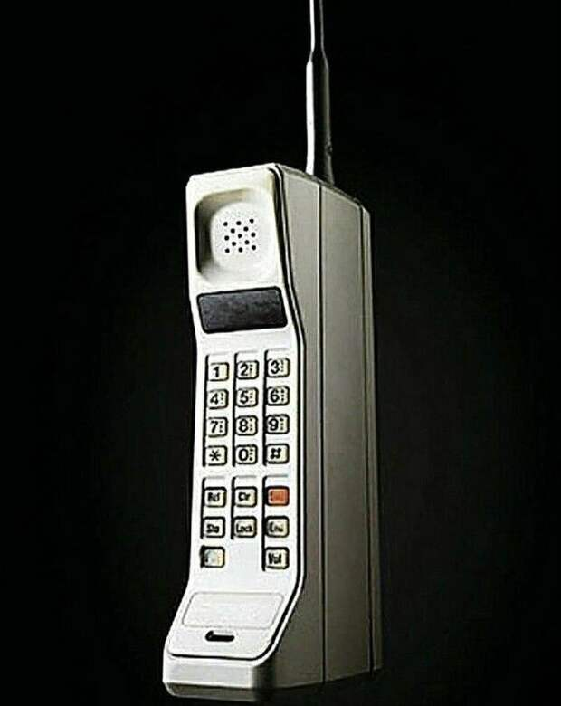 Первый прототип сотового телефона