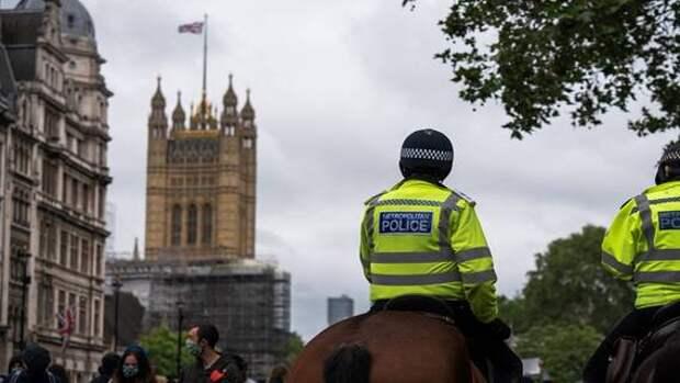 Полицию Лондона обвинили в «институциональной коррупции»