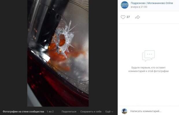 Дети прострелили автомобиль, припаркованный на улице Жаринова