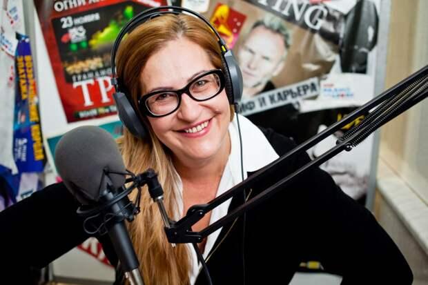 Стриж бросила пить, а Шер начала учить. Что стало с радиоведущими 1990-х?