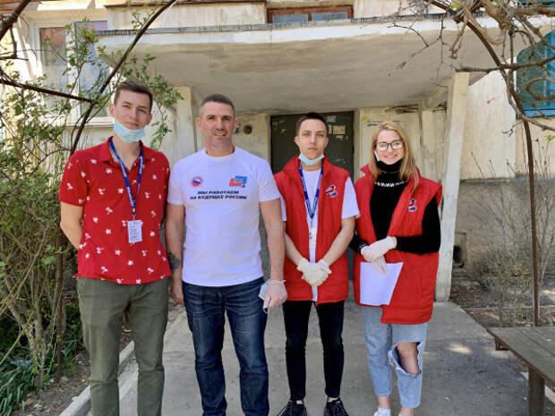 Как севастопольские единоборцы с волонтерами помогают людям перенести самоизоляцию
