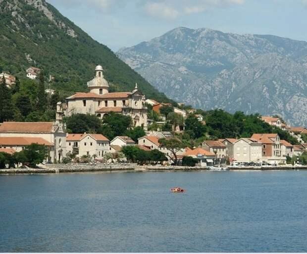 Черногория спустя месяц после провозглашения победы над вирусом снова вводит ограничения