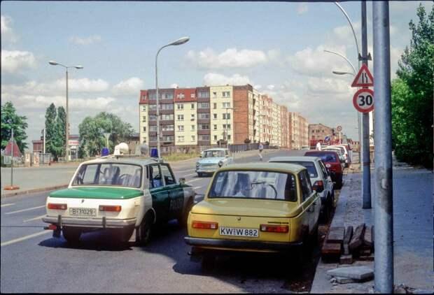 Ну и конечно, старый ГДРовский автопарк 1992 года остался только в воспоминаниях: 1992, СССР, дорожное движение, капиталистические страны, прошлый век, соц. страны, страны третьего мира, улицы