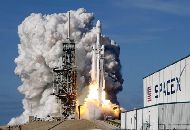 Старт тяжелой ракеты Falcon 9 SpaceX во Флориде