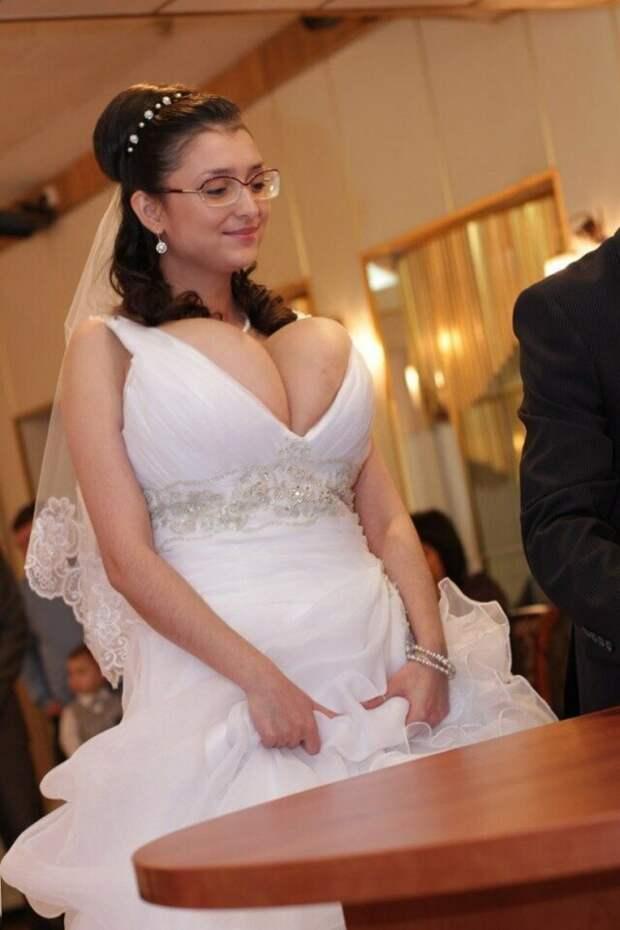 А теперь та самая фотография, из-за которой вы зашили в этот пост брак, жених, невеста, прикол, свадьба, семья, юмор