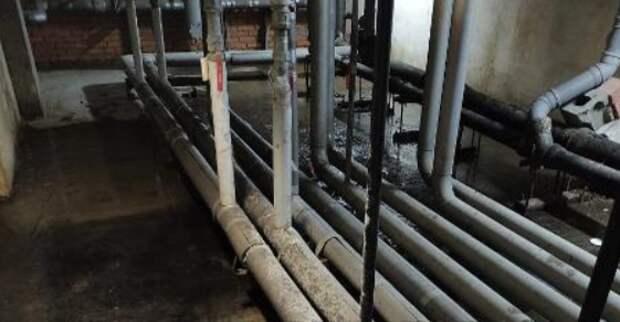 Протечку канализации устранили в подвале дома по Наличной улице