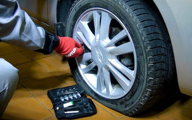 Можно ли накачать колесо без компрессора — эксперимент «За рулем»