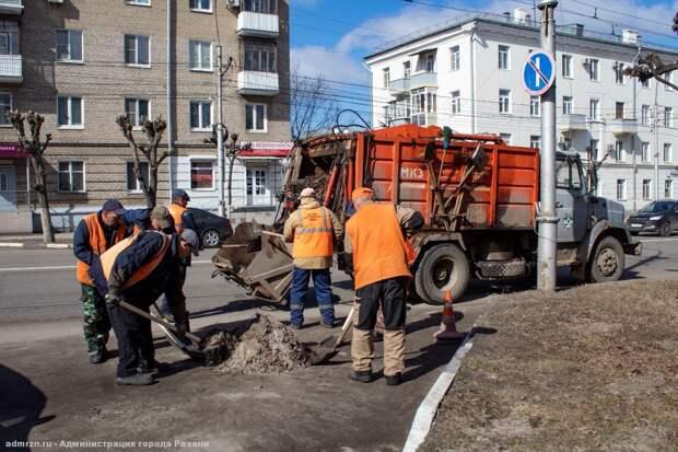 На уборку улиц Рязани вышло более 160 человек