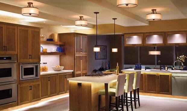 Кухня должна быть хорошо освещена. / Фото: dizainmetrov.ru