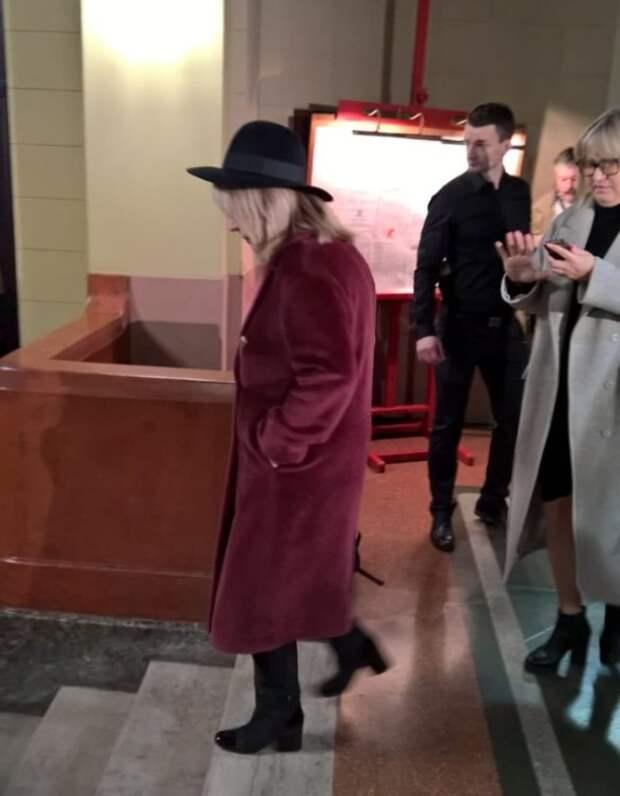 Пугачева выглядела кокетливо у гроба Николая Караченцова (ФОТО)