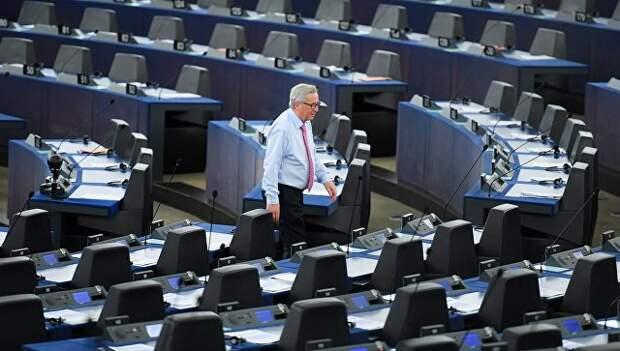 Юнкер принес письменные извинения за заявление о смехотворности Европарламента