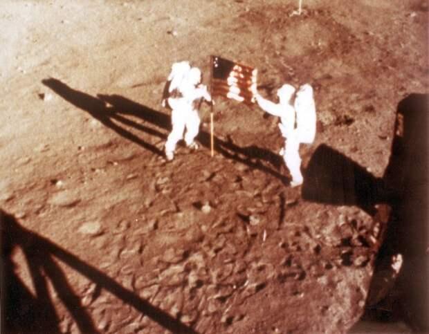 Нил Армстронг притворил дверь за эпохой