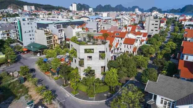 Вилла из бетона с деревьями во Вьетнаме