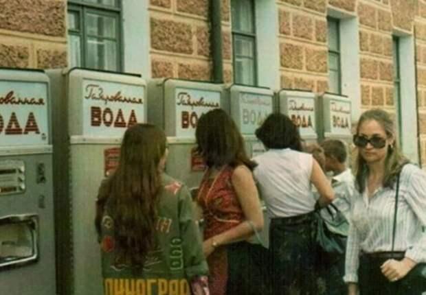 Особенно нравилась газировка молодежи.