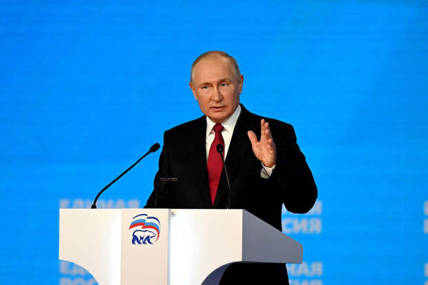 Путин выступил за запрет списания соцвыплат за долги