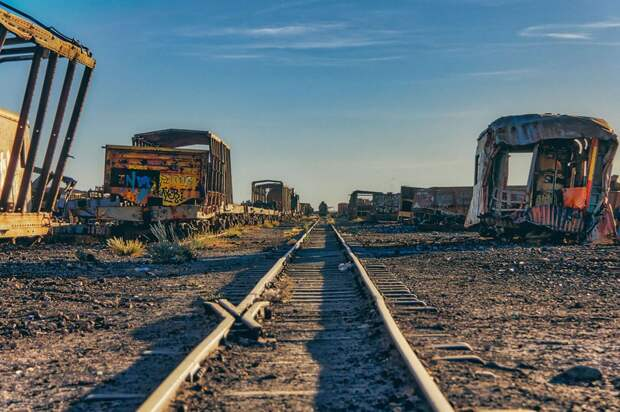 train-graveyard-bolivia-chris4