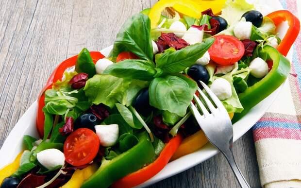 Мальтийский салат из свежих овощей с сыром. Необычный, лёгкий, витаминный