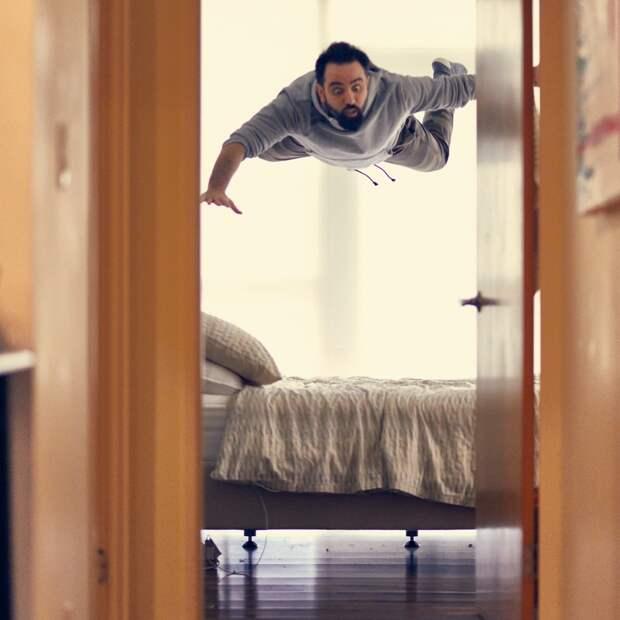 Человек, падающий с кровати