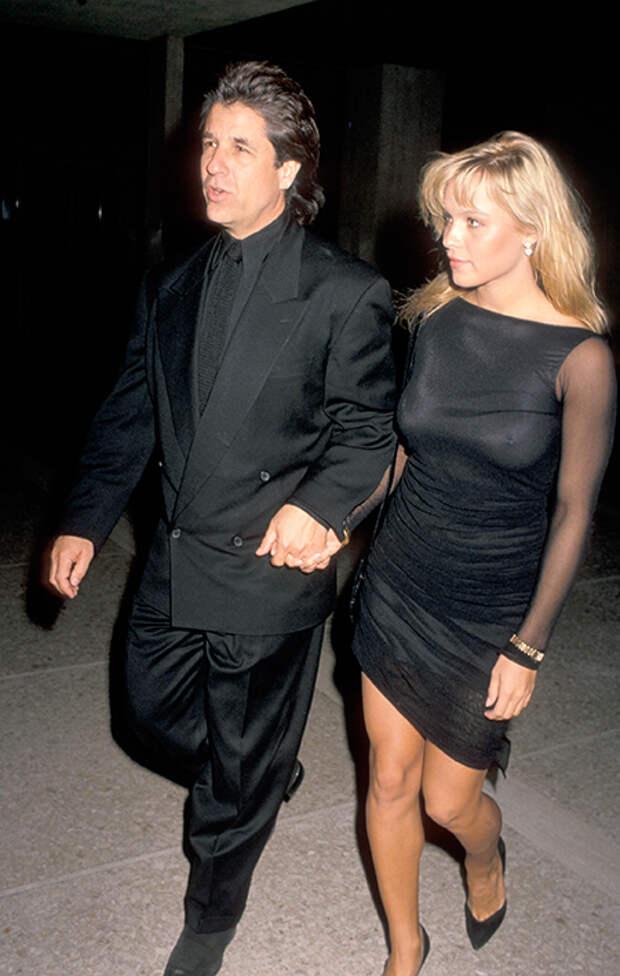 Памела Андерсон вышла замуж за бывшего парикмахера, который сделал ей предложение 30 лет назад