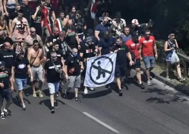 УЕФА требует от венгров извинений: толерастичная Европа продолжает сходить с ума