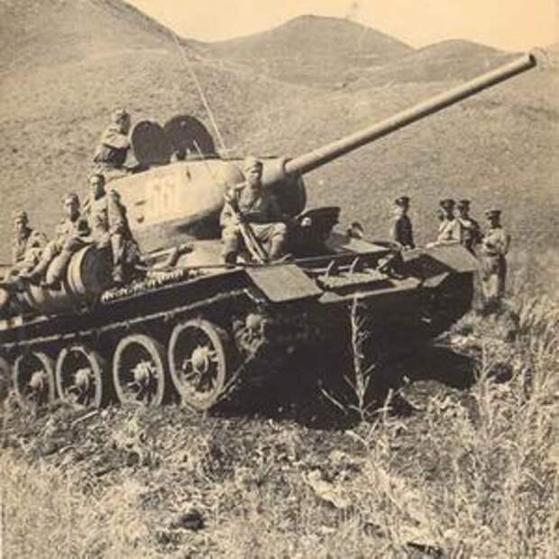 Танк Т-34 вытащили из озера
