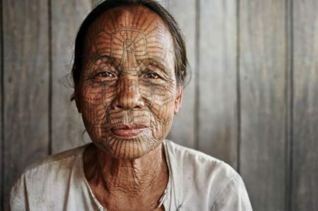 Бирманская татуированная женщина