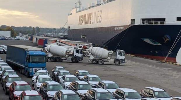 В Украину прибыло огромное судно с тысячами автомобилей