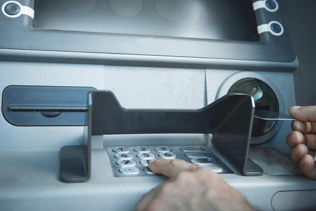 Волжанина задержали после драки с банкоматом