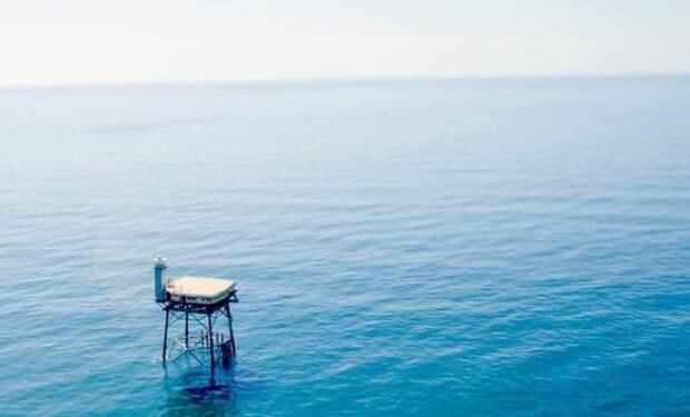 Атлантика, штормы и акулы: как выглядит самый опасный отель в мире