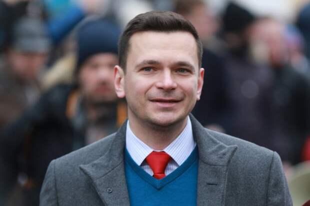 Илья Яшин устроил разгон стриптизёров на вечеринке невесты Веры Мусаелян