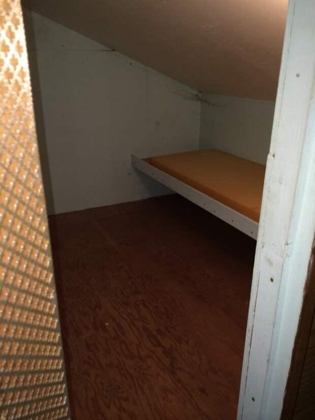 Кушетка с матрасом дом, загадка, комната, находка, странность, фотография, чердак