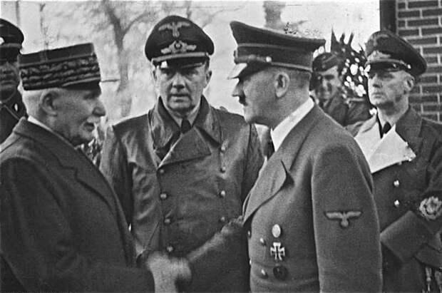Филипп Петен на встрече с Адольфом Гитлером, 24 октября 1940 года.