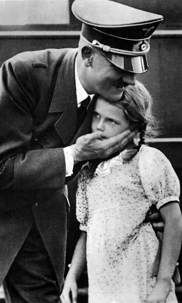 Девочка Хельга и добрый дедушка Гитлер. ( 28 фото )