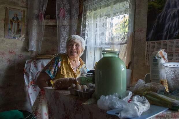 Люська - единственный житель деревни Головкино в Псковской области деревня, жизнь, жительница, история, псков, россия, фотография