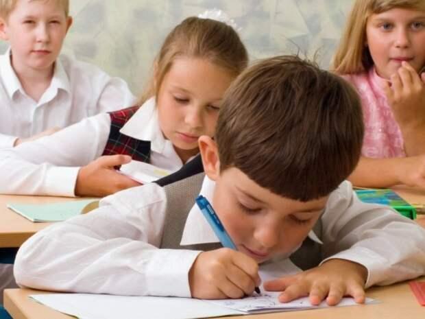 В школах Севастополя усилены меры безопасности, проход для взрослых только «по служебной записке»!